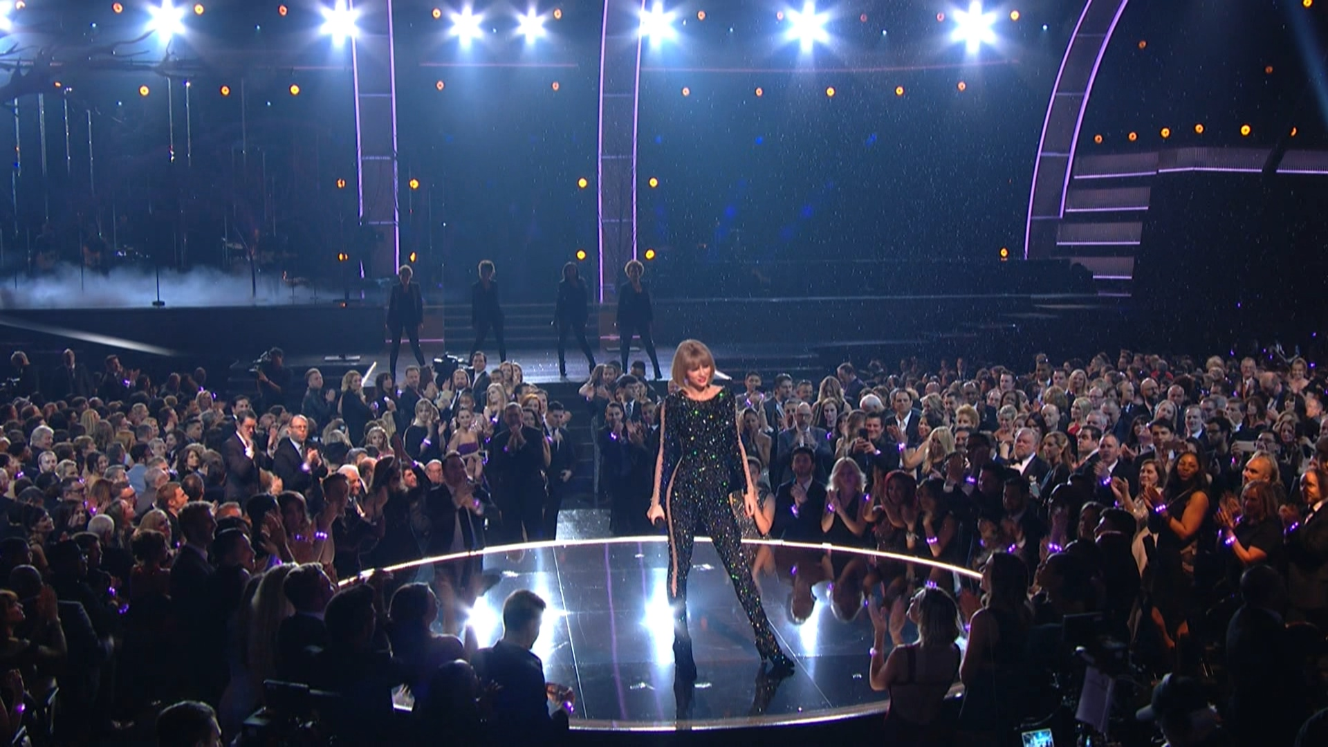 Taylor Swift - Out of the Woods  (Grammy Awards,feb. 15,2016).ts_20160303_081247.250.jpg