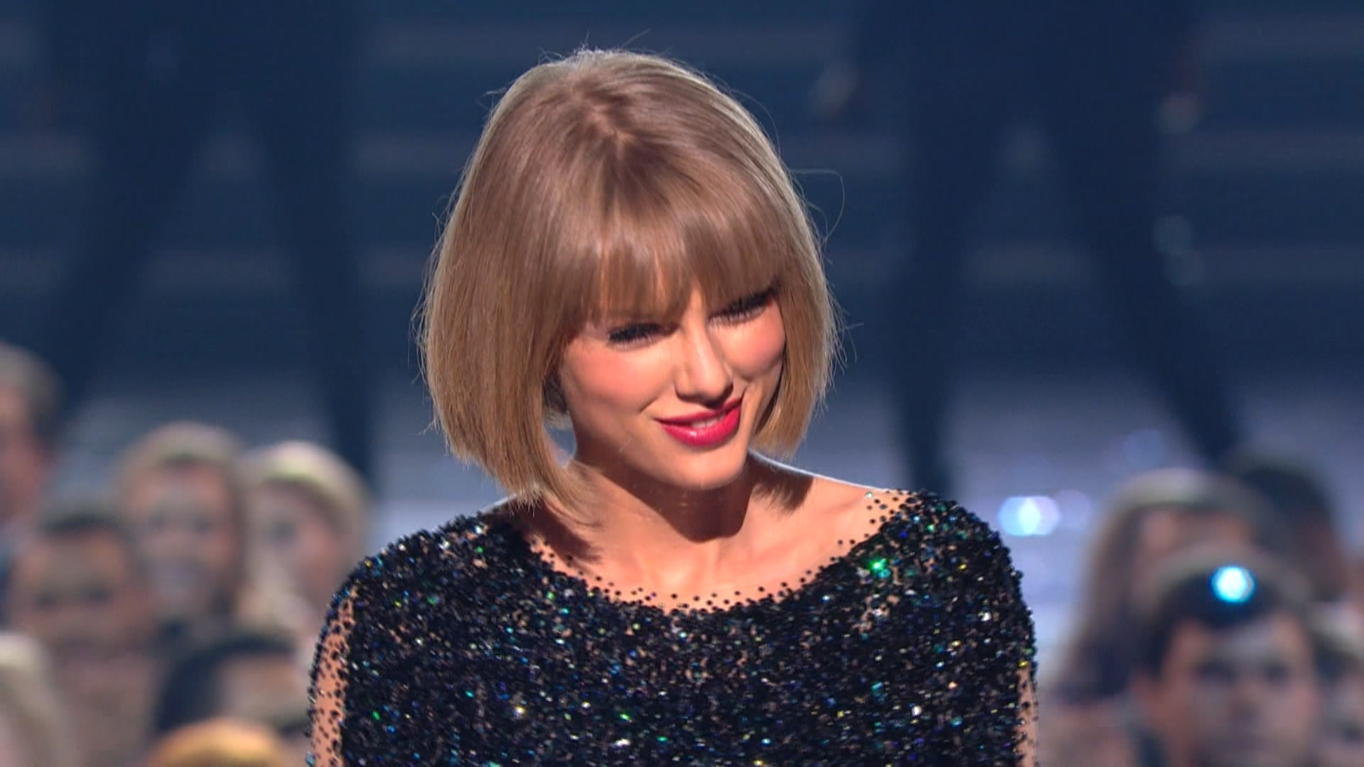 Taylor Swift - Out of the Woods  (Grammy Awards,feb. 15,2016).ts_20160303_081316.718.jpg