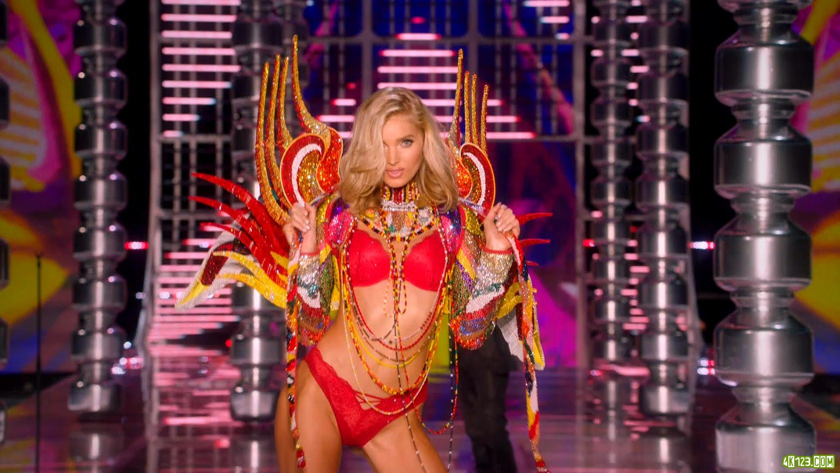 The.Victoria.Secret.Fashion.Show.2017.1080i.HDTV.DTS-HD.MA5.1.H264-ALANiS.mkv_2017_04.jpg