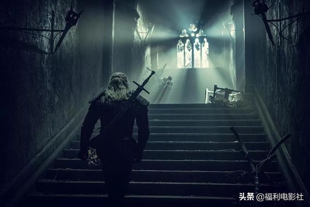 年度魔幻神剧翻车记:碰瓷《权游》不成,只能靠男主盛世美颜撑面