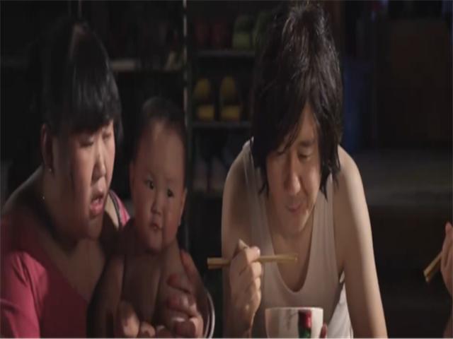 肖央在《老男孩猛龙过江》里,和王太利被当成杀手,被迫杀前女友